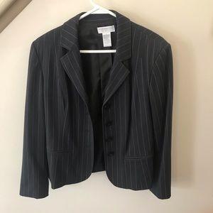 Worthington black pin striped blazer size 6